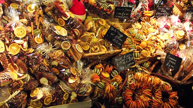 Aromatic fruits and spice kits on sale at an Edinburgh Christmas market. Photo credit: byronv2