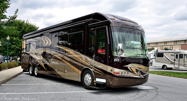 Luxury RV at the 2014 Hershey RV Show (Credit Wilson Hum on Flickr)