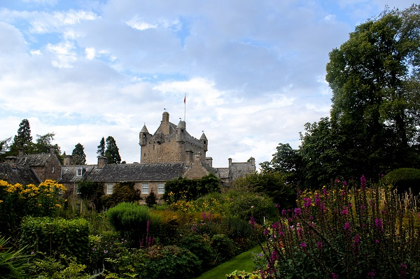 Cawdor Castle Gardens [credit Warrick Wynne on Flickr]