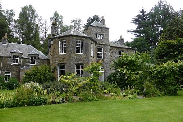 Cluny House Garden 600x400 [credit IrenicRhonda Flickr]